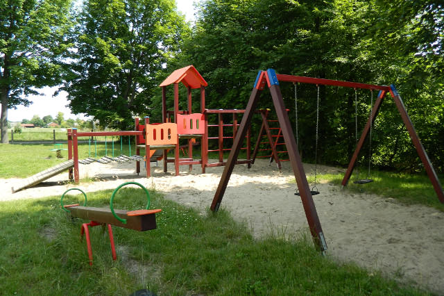 Plac zabaw SP w Chłaniowie
